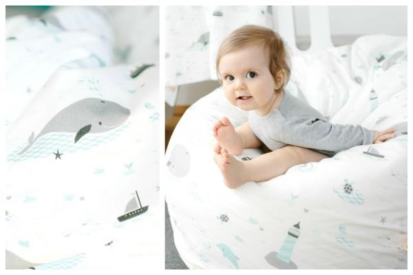 Baby in Sitzkissen